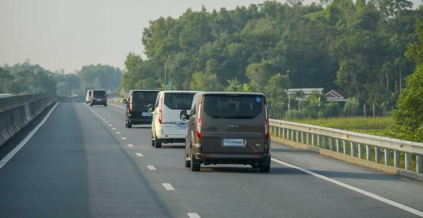 Trải nghiệm Ford Tourneo Mới: Tận hưởng sự êm ái và thoải mái cho những chuyến đi dài - 5