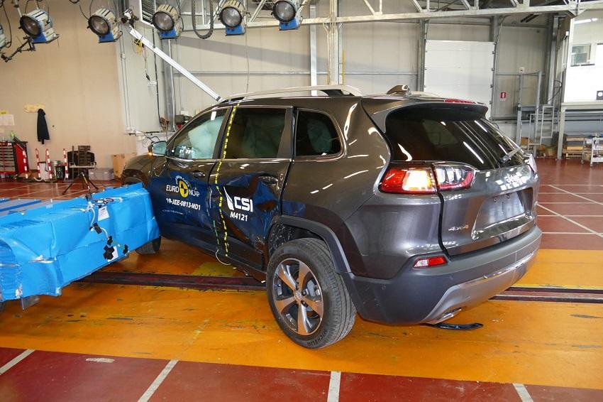 Euro NCAP cho điểm an toàn đối với BMW 1 và 3-Series mới, Peugeot 208 và Jeep Cherokee - 20