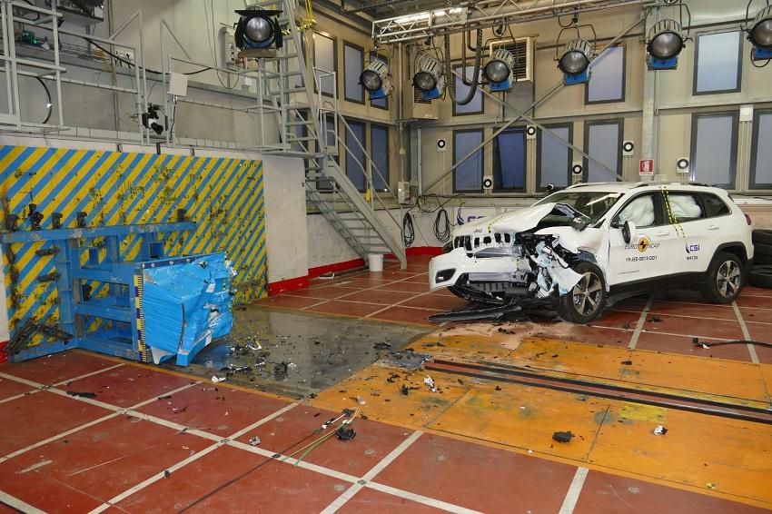 Euro NCAP cho điểm an toàn đối với BMW 1 và 3-Series mới, Peugeot 208 và Jeep Cherokee - 23