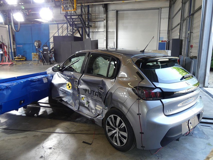 Euro NCAP cho điểm an toàn đối với BMW 1 và 3-Series mới, Peugeot 208 và Jeep Cherokee - 27