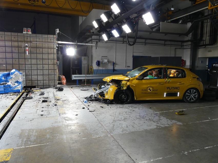 Euro NCAP cho điểm an toàn đối với BMW 1 và 3-Series mới, Peugeot 208 và Jeep Cherokee - 32