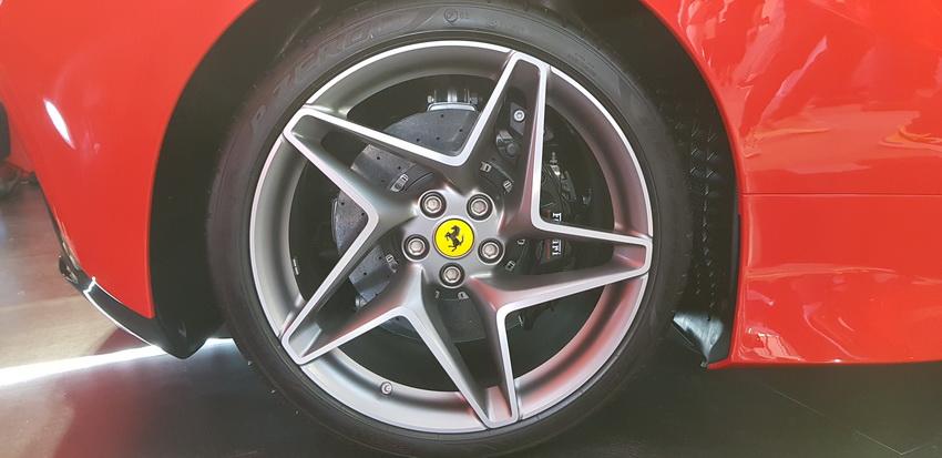 Cận cảnh siêu phẩm Ferrari F8 Tributo tại Việt Nam - 26