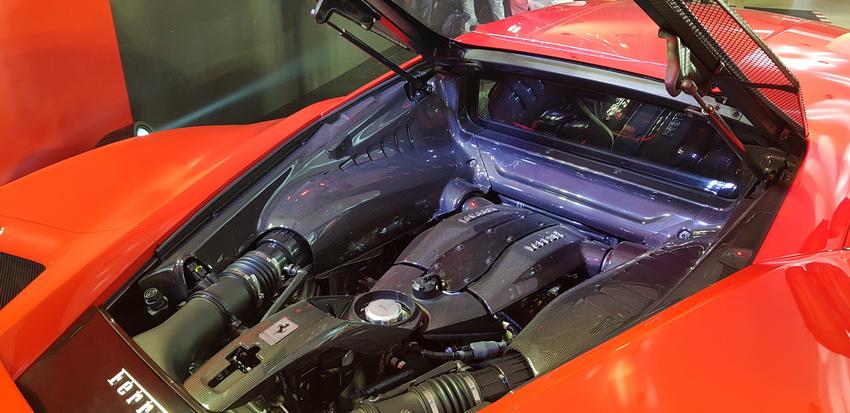Cận cảnh siêu phẩm Ferrari F8 Tributo tại Việt Nam - 8