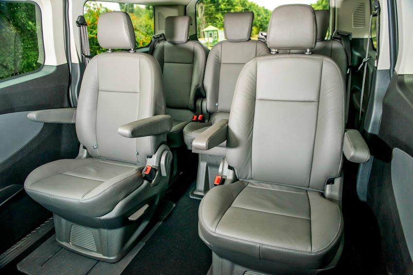 Trải nghiệm Ford Tourneo Mới: Tận hưởng sự êm ái và thoải mái cho những chuyến đi dài - 20