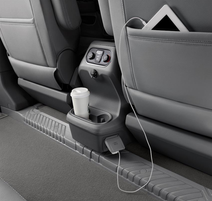 Trải nghiệm Ford Tourneo Mới: Tận hưởng sự êm ái và thoải mái cho những chuyến đi dài - 22