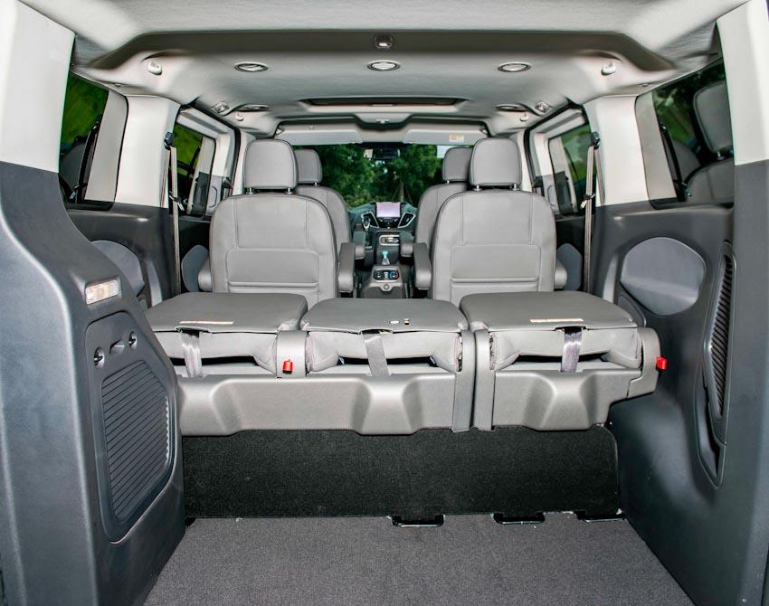 Trải nghiệm Ford Tourneo Mới: Tận hưởng sự êm ái và thoải mái cho những chuyến đi dài - 17