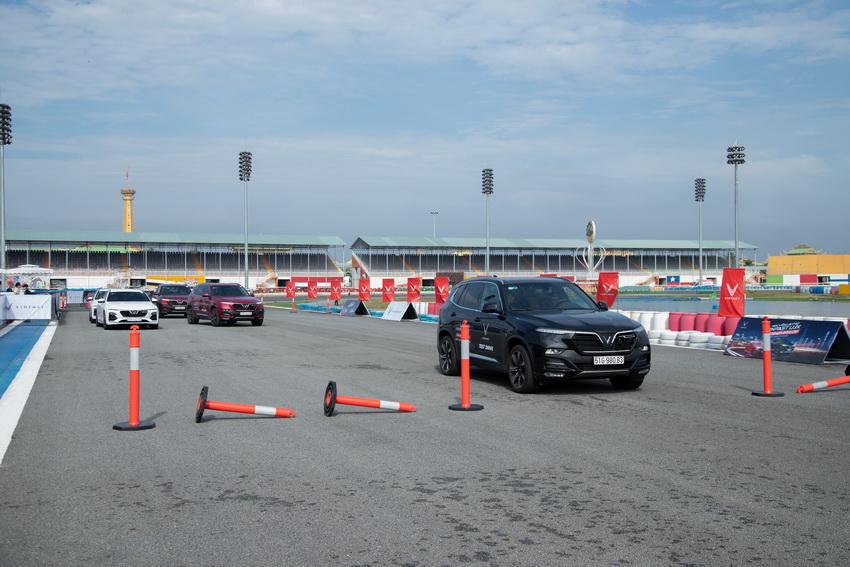 Lái thử xe VinFast Lux tại Bình Dương