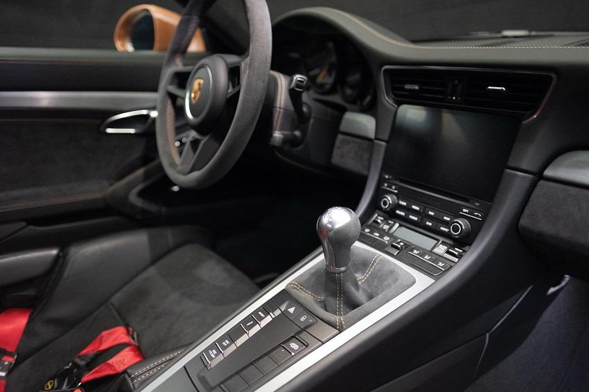 Chiếc Porsche 911 GT3 lạ mắt với màu sơn nâu phong cách thập niên 70 - 10