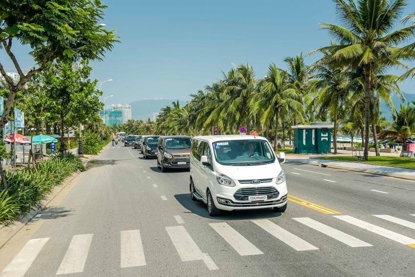 Trải nghiệm Ford Tourneo Mới: Tận hưởng sự êm ái và thoải mái cho những chuyến đi dài - 14