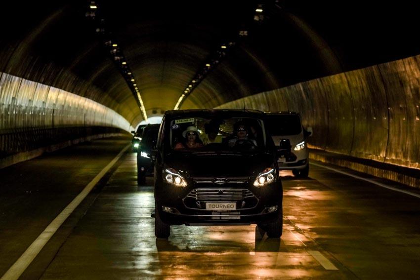 Trải nghiệm Ford Tourneo Mới: Tận hưởng sự êm ái và thoải mái cho những chuyến đi dài - 11