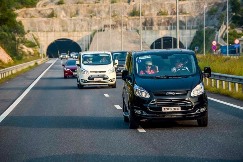 Trải nghiệm Ford Tourneo Mới: Tận hưởng sự êm ái và thoải mái cho những chuyến đi dài - 16