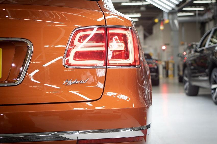 Bentley bắt đầu giao hàng mẫu xe điện khí hóa đầu tiên Bentayga Hybrid - 1