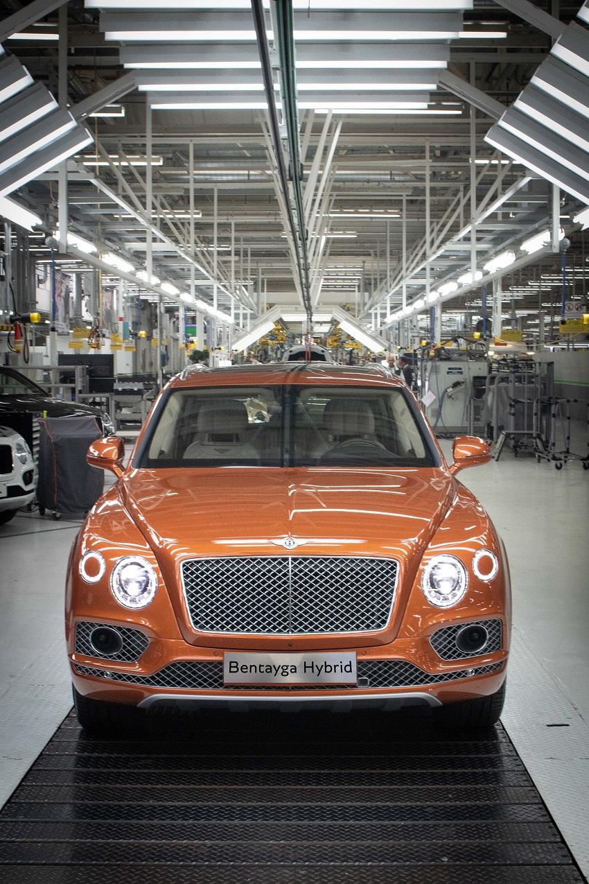 Bentley bắt đầu giao hàng mẫu xe điện khí hóa đầu tiên Bentayga Hybrid - 2