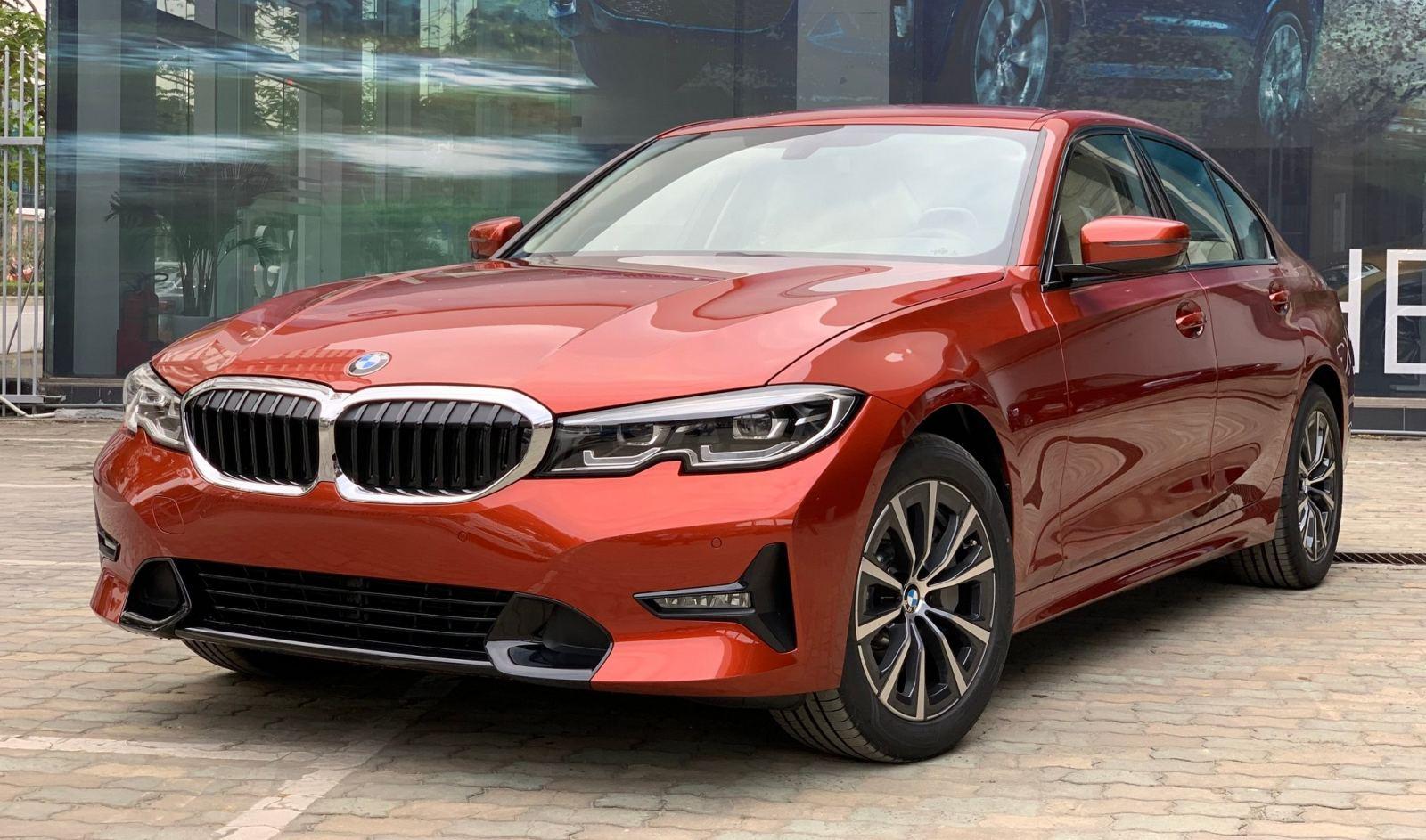 BMW 330i Sport-Line giá rẻ hơn 200 triệu khi về Việt Nam - 04