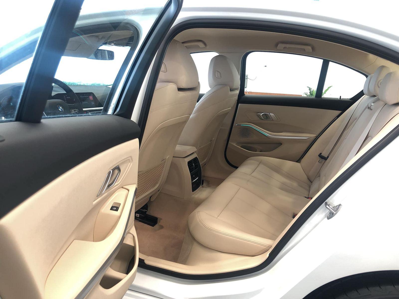 BMW 330i Sport-Line giá rẻ hơn 200 triệu khi về Việt Nam - 07