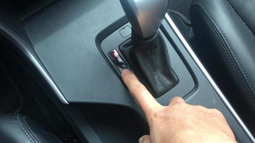 Ô tô dừng đèn đỏ nên về số nào để tiết kiệm nhiên liệu? 2