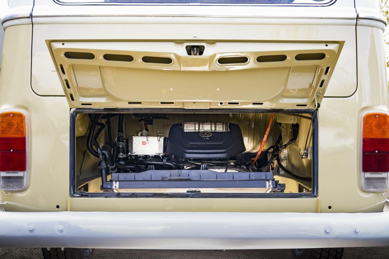 Volkswagen Type 2 đời 1972 được phục chế thành xe điện - 3
