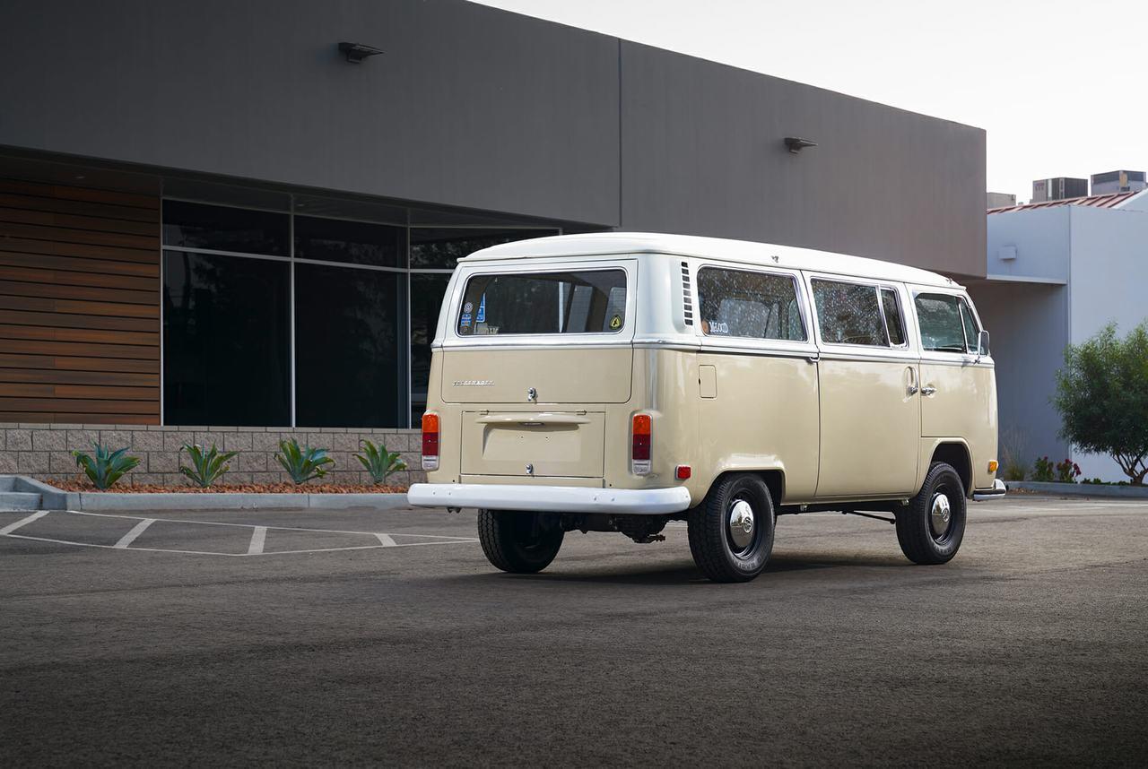 Volkswagen Type 2 đời 1972 được phục chế thành xe điện - 6