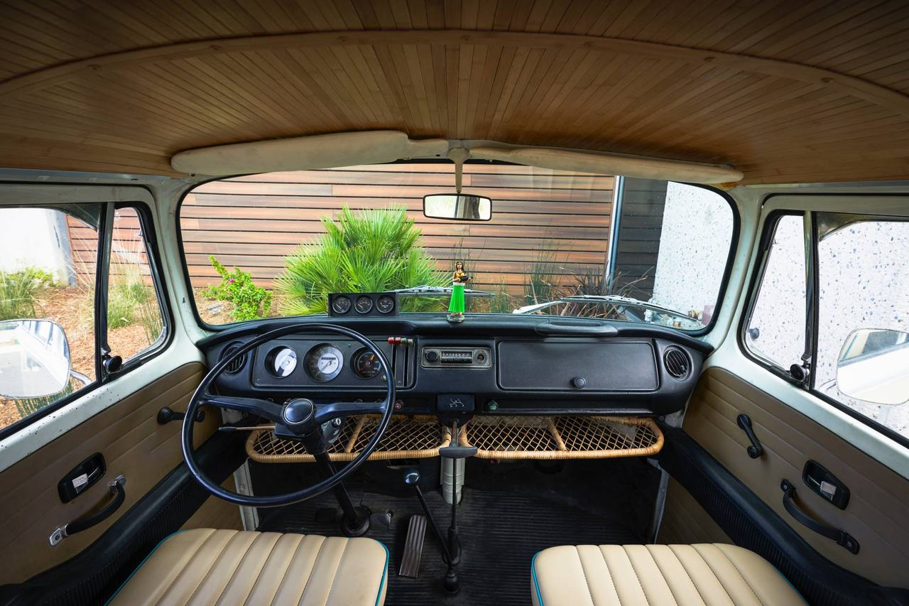 Volkswagen Type 2 đời 1972 được phục chế thành xe điện - 7
