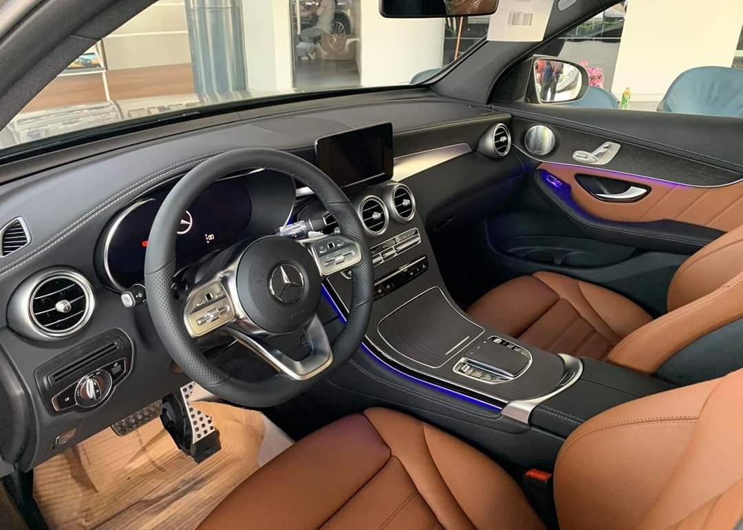 thông tin về trang bị trên Mercedes-Benz GLC 300 - 1