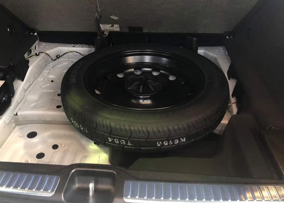 thông tin về trang bị trên Mercedes-Benz GLC 300 - 10