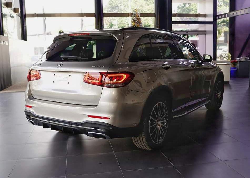 thông tin về trang bị trên Mercedes-Benz GLC 300 - 18