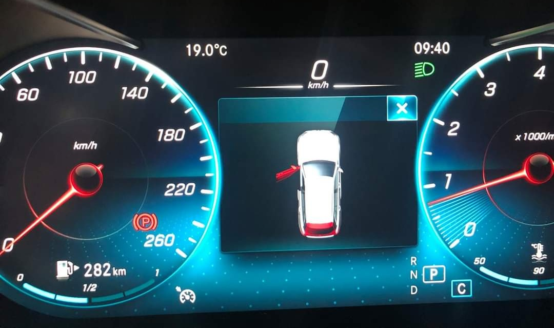 thông tin về trang bị trên Mercedes-Benz GLC 300 - 7