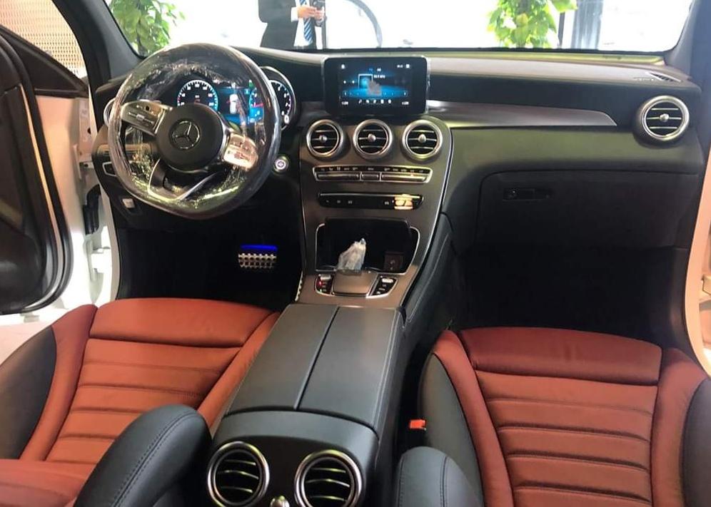 thông tin về trang bị trên Mercedes-Benz GLC 300 - 8