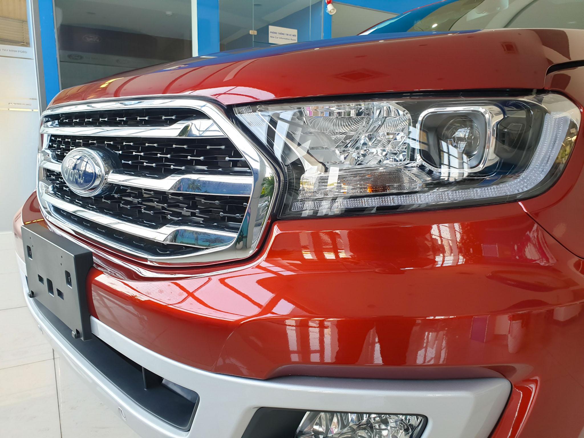 Ford Everest 2020 được nâng cấp, giá gần 1,2 tỷ đồng tại Việt Nam - 2
