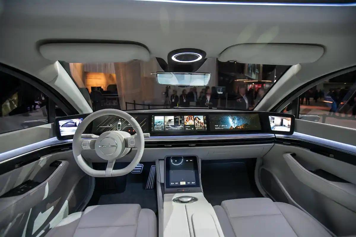 Sony bất ngờ ra mắt mẫu xe điện Vision-S tại CES 2020 - 22