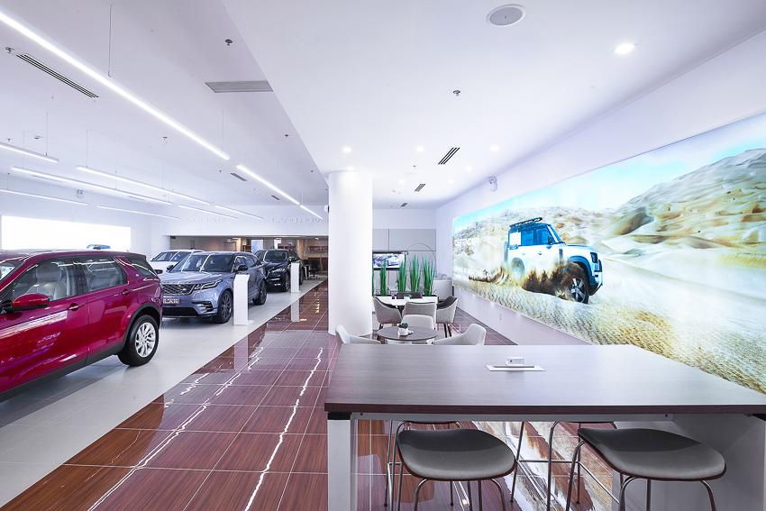 Không gian trưng bày Jaguar Land Rover đầu tiên tại thành phố Hồ Chí Minh - 10