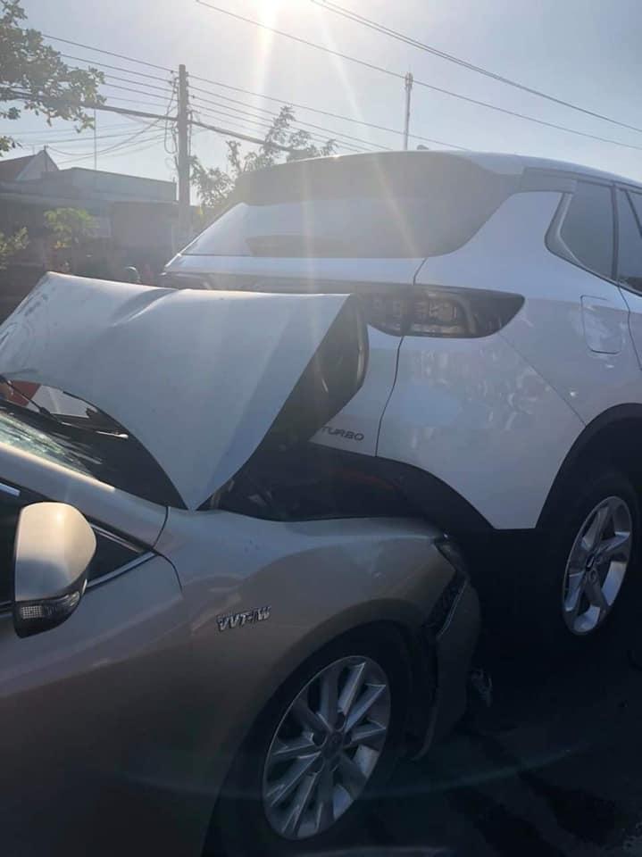 """Toyota Camry đâm """"mông"""" Vinfast Lux SA 2.0 và cái kết - 3"""