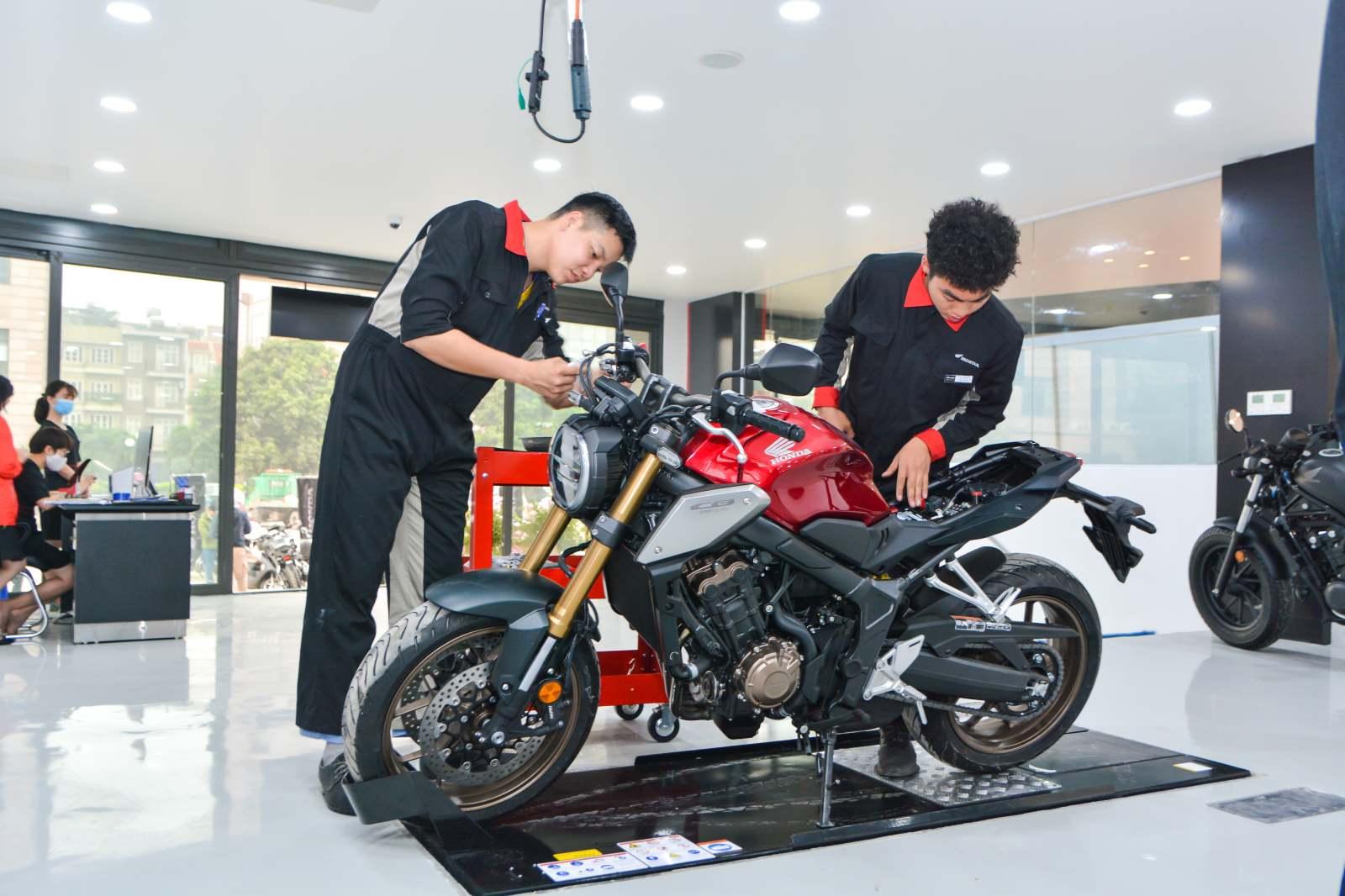 Honda khai trương cửa hàng xe phân khối lớn đầu tiên tại Hà Nội - 03