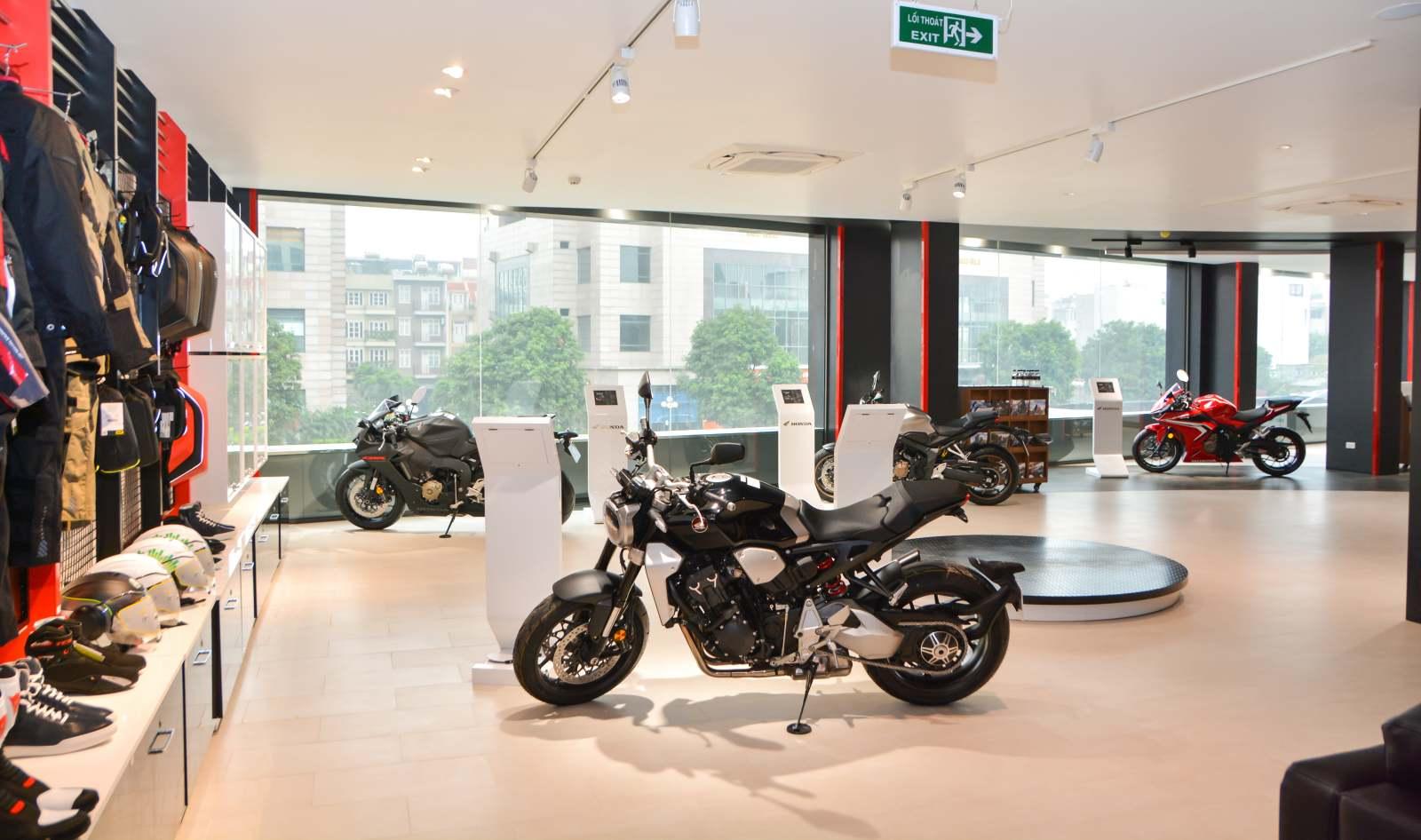Honda khai trương cửa hàng xe phân khối lớn đầu tiên tại Hà Nội - 06