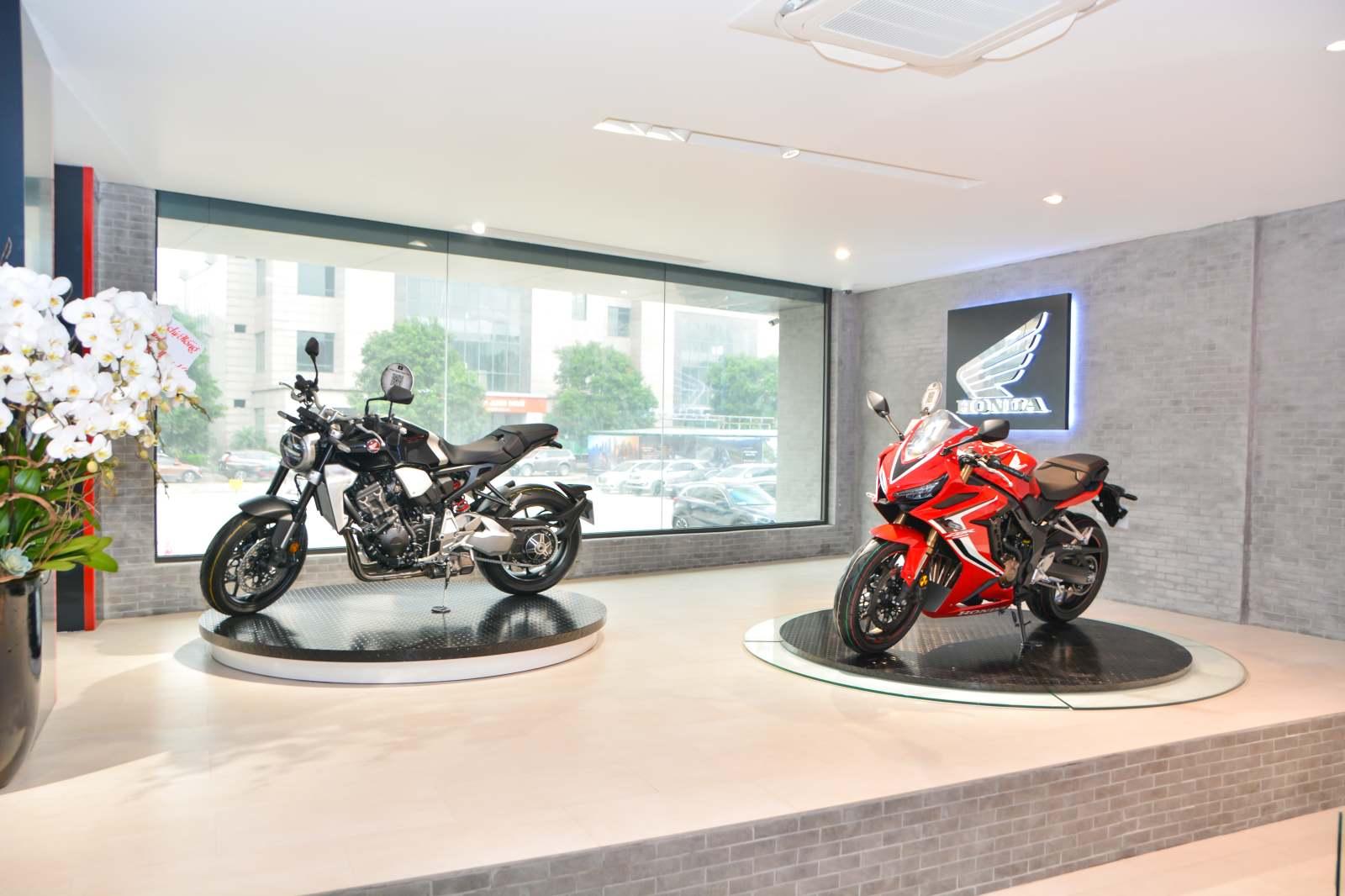 Honda khai trương cửa hàng xe phân khối lớn đầu tiên tại Hà Nội - 09
