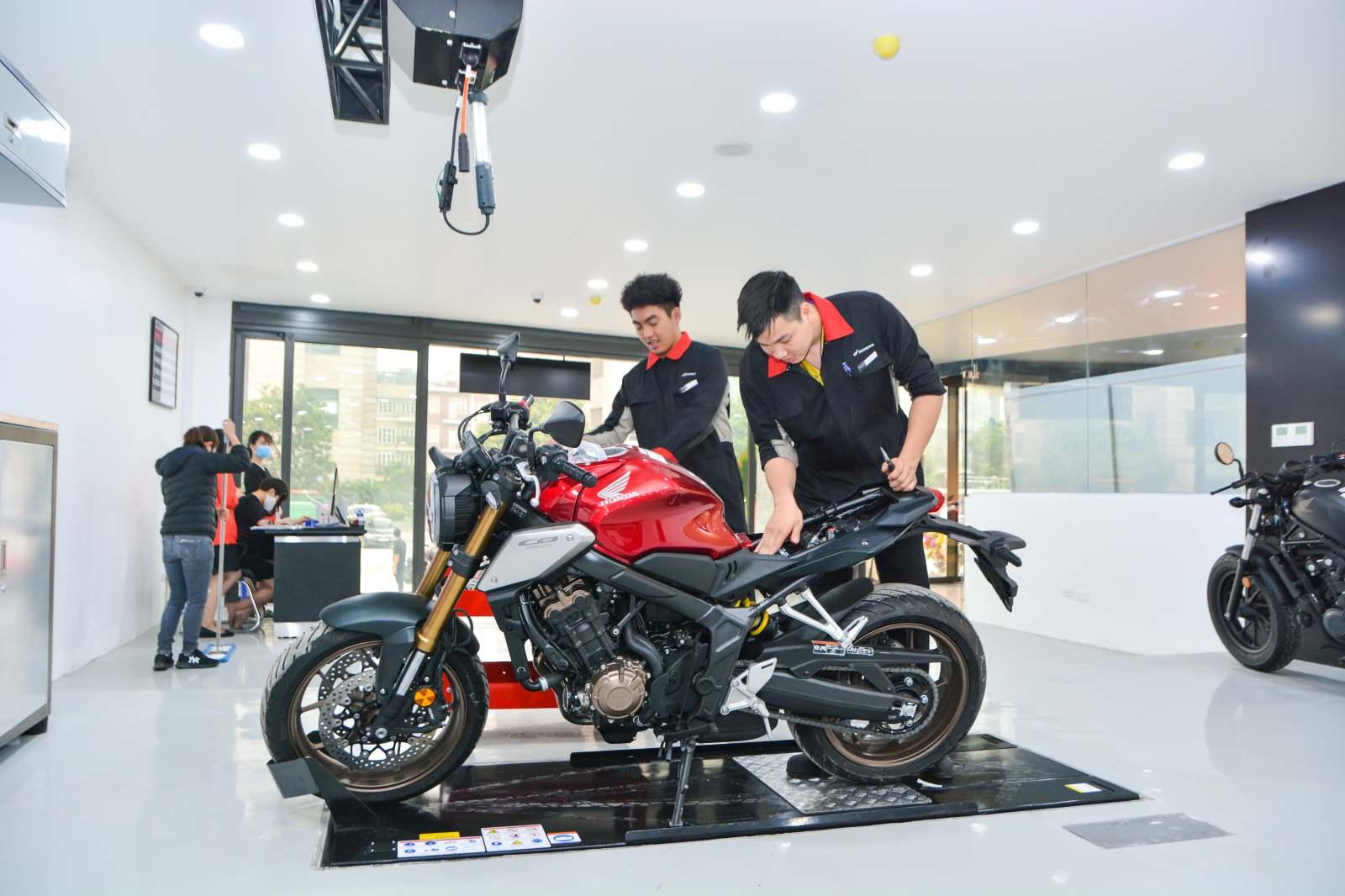 Honda khai trương cửa hàng xe phân khối lớn đầu tiên tại Hà Nội - 10