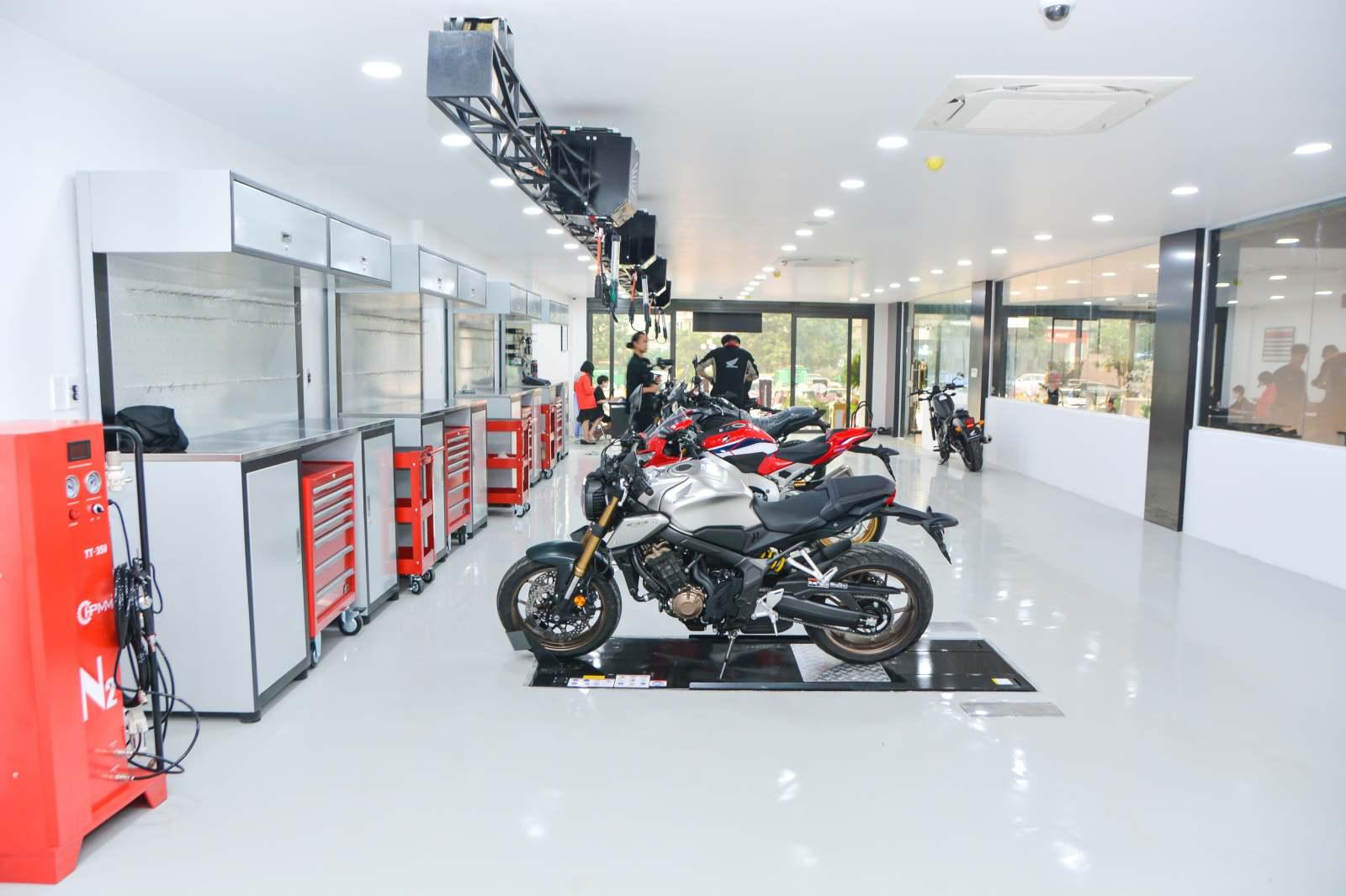 Honda khai trương cửa hàng xe phân khối lớn đầu tiên tại Hà Nội - 11