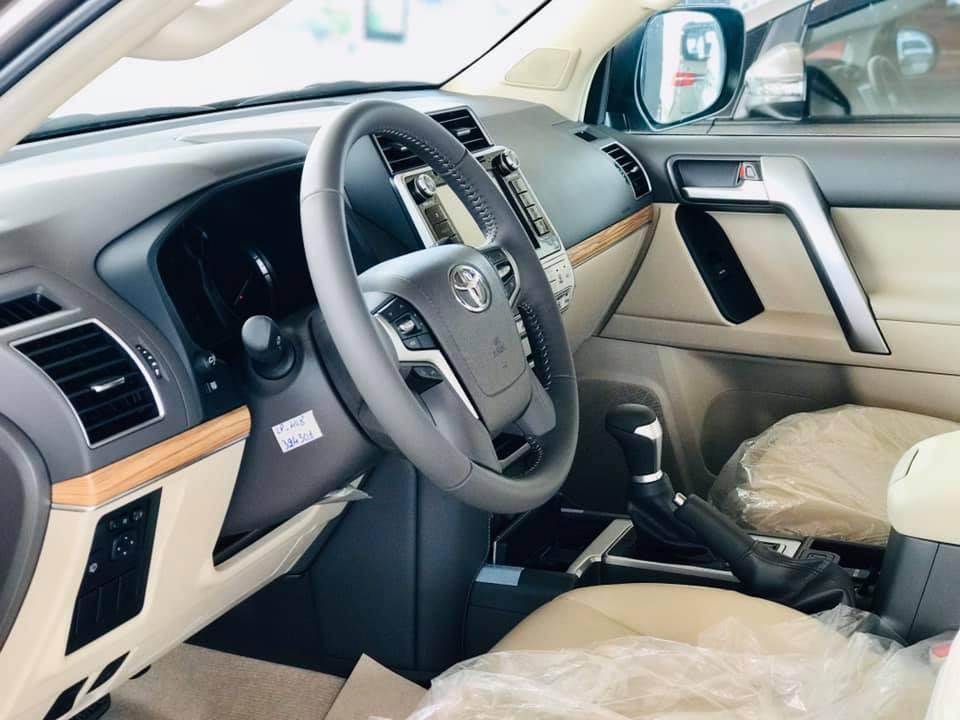 Cận cảnh Toyota Land Cruiser Prado 2020 giá hơn 2,3 tỷ tại Việt Nam - 10
