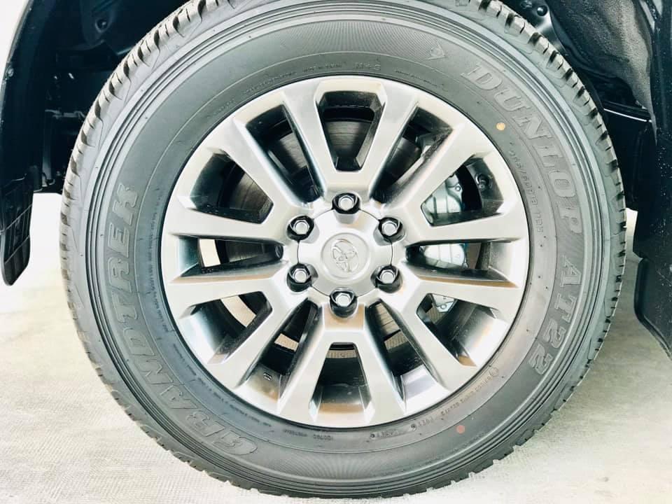 Cận cảnh Toyota Land Cruiser Prado 2020 giá hơn 2,3 tỷ tại Việt Nam - 11