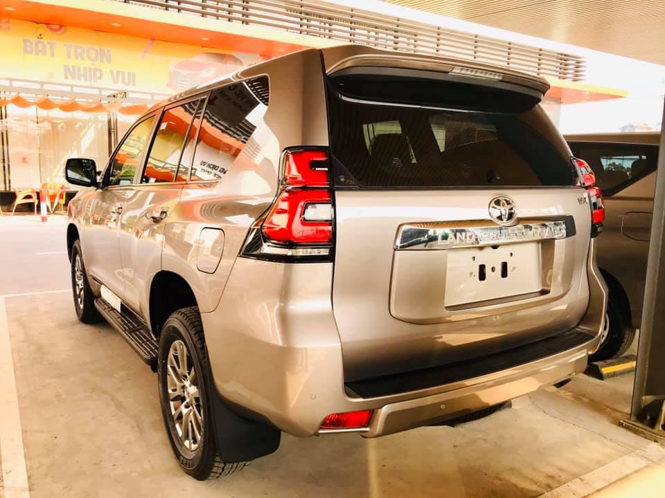 Cận cảnh Toyota Land Cruiser Prado 2020 giá hơn 2,3 tỷ tại Việt Nam - 2