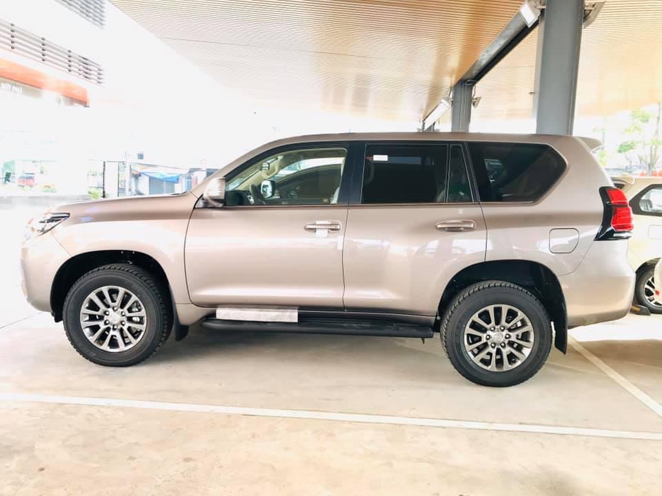 Cận cảnh Toyota Land Cruiser Prado 2020 giá hơn 2,3 tỷ tại Việt Nam - 3