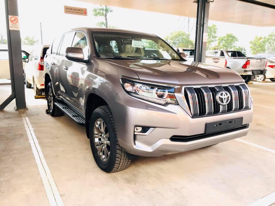 Cận cảnh Toyota Land Cruiser Prado 2020 giá hơn 2,3 tỷ tại Việt Nam = 4