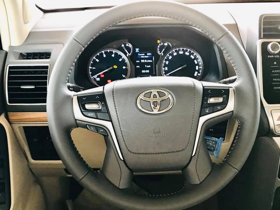 Cận cảnh Toyota Land Cruiser Prado 2020 giá hơn 2,3 tỷ tại Việt Nam - 9