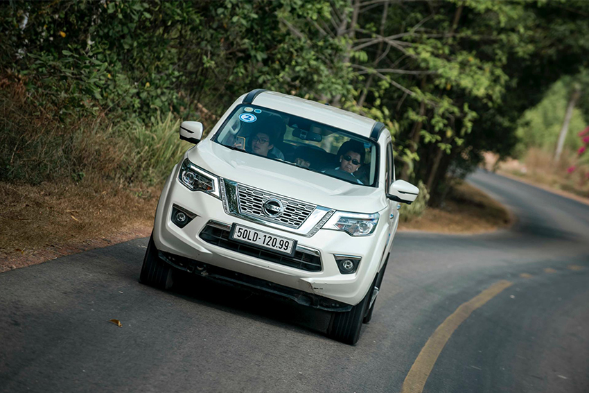 Nissan Terra giảm giá 120 triệu đồng - 01