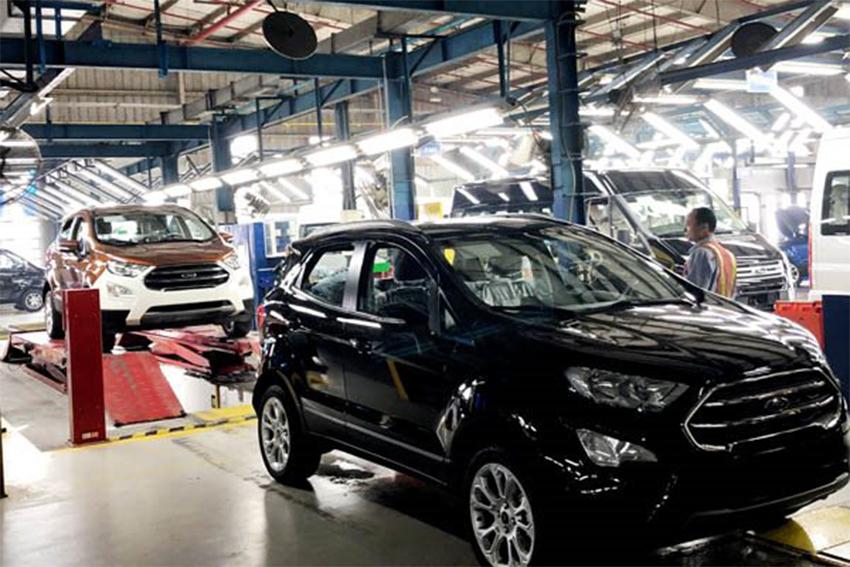"""Lệ phí trước bạ giảm 50% không dễ """"kích thích"""" thị trường ô tô - 01"""