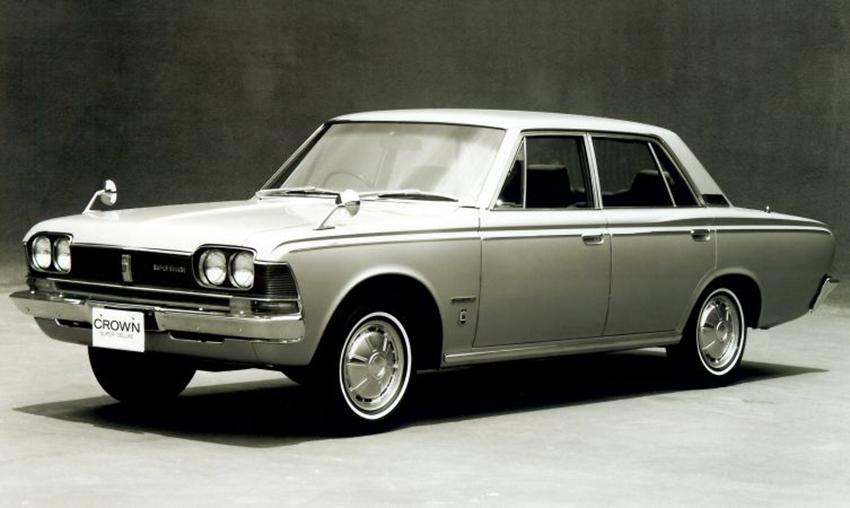 Toyota Crown phiên bản kỷ niệm 65 tuổi của mẫu xe huyền thoại - 13