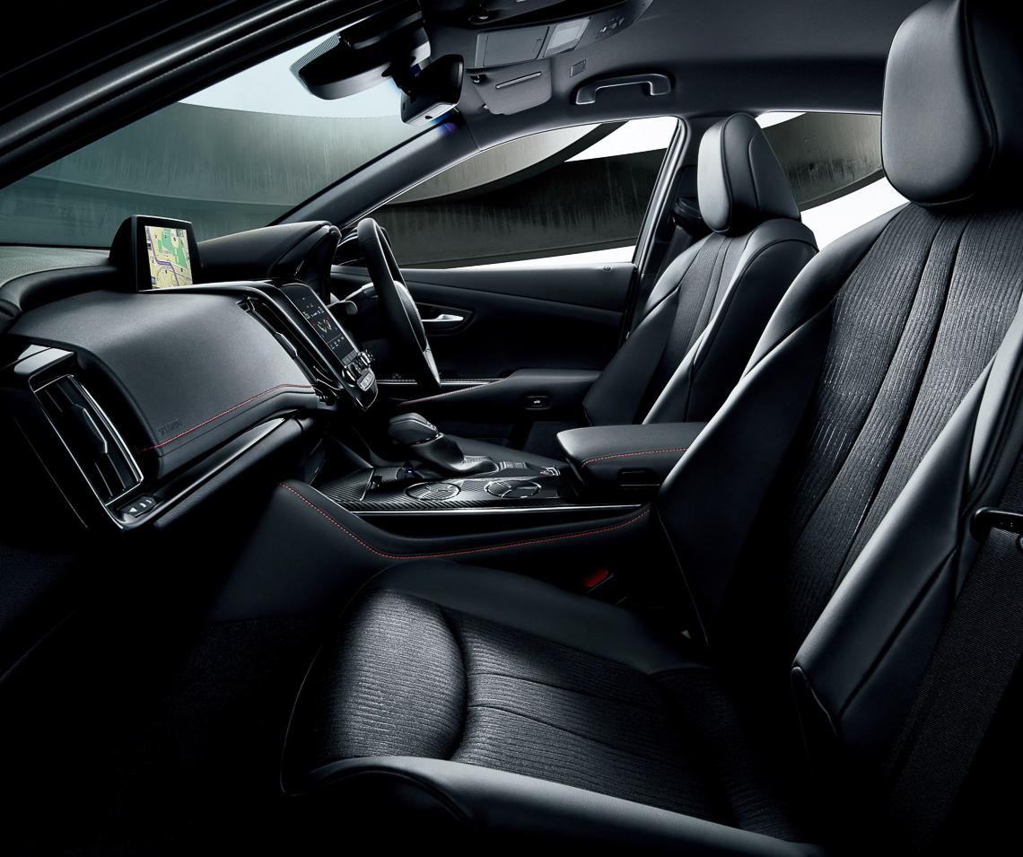Toyota Crown phiên bản kỷ niệm 65 tuổi của mẫu xe huyền thoại - 03