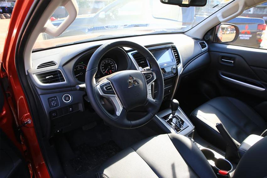 Mitsubishi Triton 4×4 AT đời 2019 giảm giá chỉ còn khoảng 680 triệu đồng - 03
