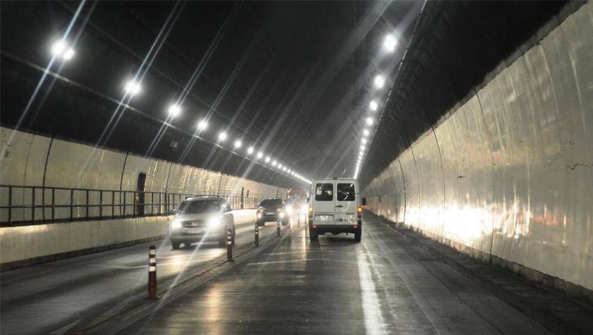 Những điều cấm kị khi lái ô tô trong hầm đường bộ - 01