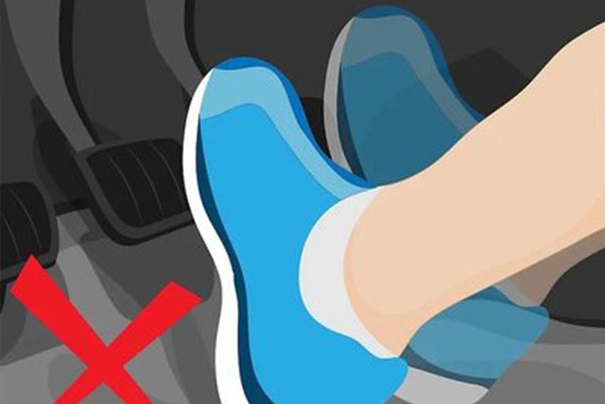 """Cách xử lý """"bài bản"""" khi xe bị nổ lốp trên đường cao tốc và hướng dẫn tự thay lốp ô tô - 03"""